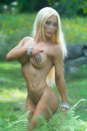 Leoda escort in Hermiston OR