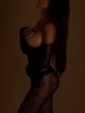 Chrystina call girl in Winnetka Illinois