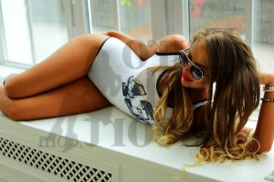Marie-blanche escort girl in North Chicago Illinois